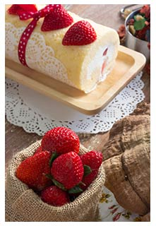 Free Strawberry Cream Cake Roll recipe from Mountain View Country Market in Tennessee